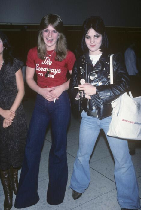 On this day in 1975 (05.08.), Drummer Sandy West and guitarist Joan Jett formed…