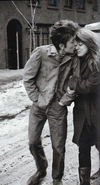 """The kiss - """"The Freewheelin' Bob Dylan"""", by Don Hunstein http://oigofotos.wordpress.com/2013/08/16/una-de-las-mas-bellas-y-romanticas-portadas-de-disco-the-freewheelin-bob-dylan-por-jesus-ordovas/"""