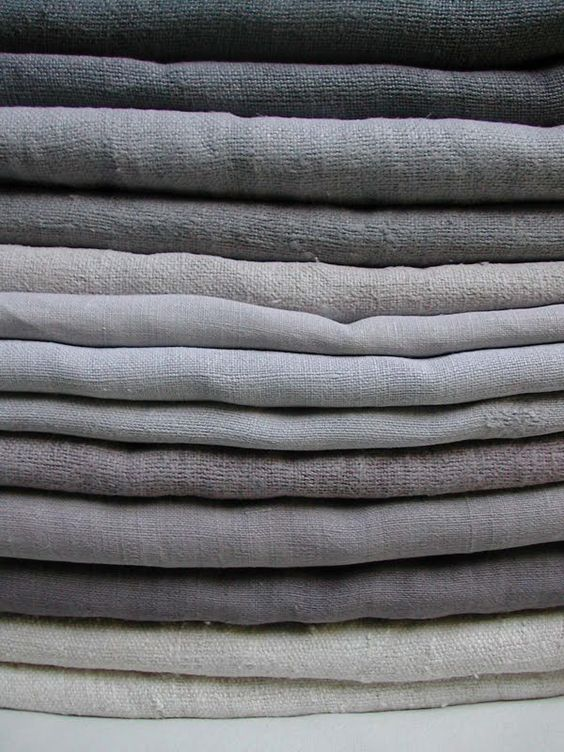 Linen curtains in grey tones