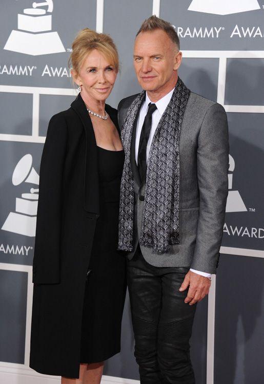 Mientras Sting seguía con sus pantalones de cuero de motero y su chaqueta gris Trudie Styler optaba por un clasico vestido negro con el que estaba muy guapa.