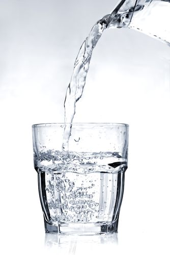 These facts definitely made me think twice about keeping up with my water intake during the day - 4 reasons to drink more water! #drinks:
