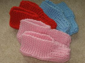 I have been knitting TV slippers while I watch television. I was trying to use up some old  discontinued Lion Brand Chunky USA yarn . Patt...