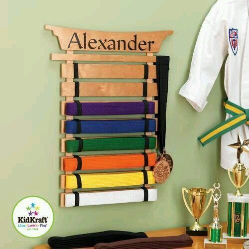 Martial arts wall karate mount belt display rack taekwondo for Ideas para colgar medallas
