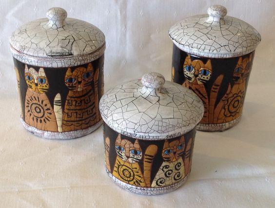 Conjunto de potes para banheiro ou cozinha. Conjunto com três peças de tamanhos diferentes. Motivos em gatos.