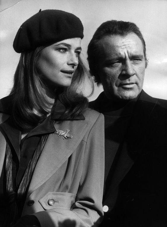 Charlotte Rampling et Richard Burton à l'aéroport de Nice, 1974