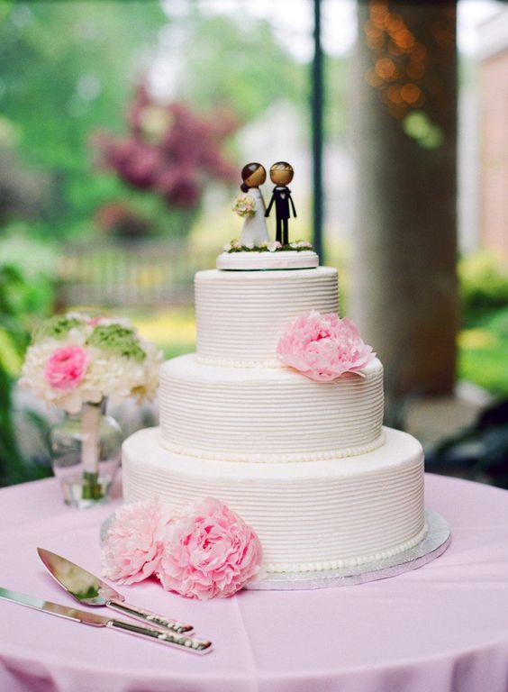 Photography by martalocklearphoto.com Floral Design by maryamflowersbridal.com  Read more - http://www.stylemepretty.com/2012/07/24/virginia-wedding-by-marta-locklear/