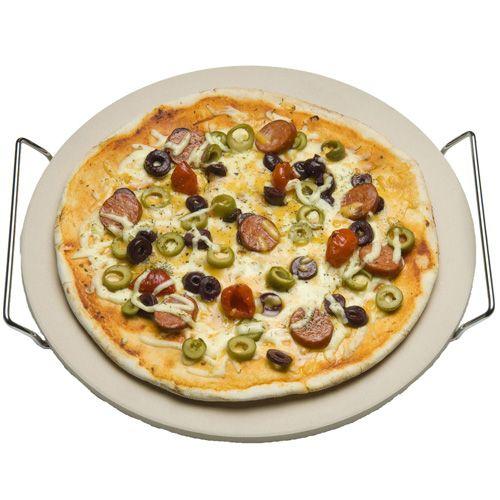 """De barbecue wordt een echte steenoven met deze pizzasteen! Je bakt de lekkerste pizza's zoals ze (eigenlijk) alleen in Napoli kunnen! De steen zorgt voor gelijkmatige warmteverdeling en de hitte van de barbecue zorgt voor de rest! De Cadac Pizza Steen $17"""""""