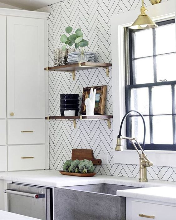 Pretty kitchen details 💛 Also some perfect pairs with the new Fall Pantone colors on Beckiowens.com today. Design @hunted_interior
