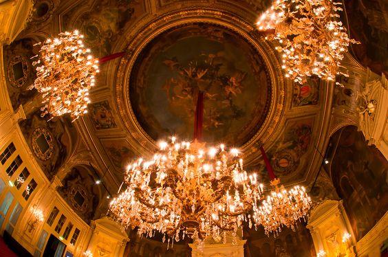 Der Florentiner Saal im Casino Baden-Baden. 1000 Kerzen brannten hier früher bei rauschenden Ballnächten. Unsere Gäste wurden damals die wenigen Meter vom Hotel am Sophienpark mit der Kutsche gefahren. www.hotel-am-sophienpark.de
