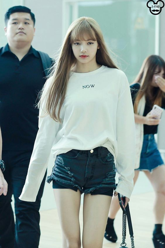 BLACKPINK queen LISA airport looks compilation – Black Pink Revolution