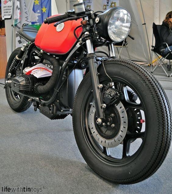 """caferacerpasion: """"Perfecta la BMW R90/6 de Garaje 57, una moto que une el estilo Cafe Racer con la comodidad de una Brat Style ¡Felicidades chicos! """""""