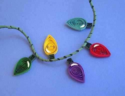 Quilled Christmas Lights  Tracie-just your style!  Would look good on our Christmas board.  :)