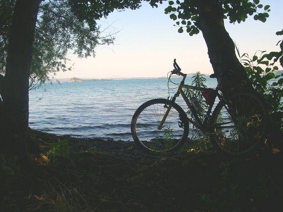 pedalare e fermarsi ad ammirare...