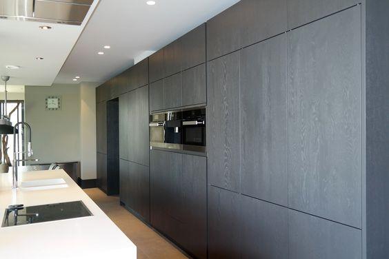 Deze moderne keuken met kookeiland zal veel mensen inspireren. De ...