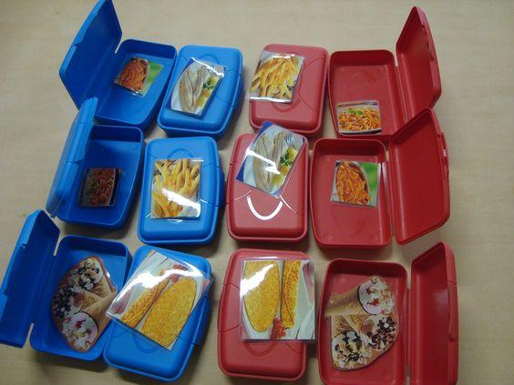 memory spel voor peuters, zoek in een blauw en een rood doosje.