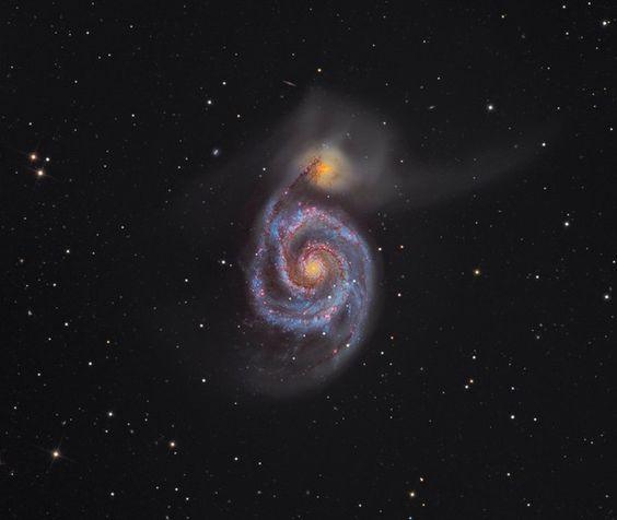 """slide """"M51 – The Whirlpool Galaxy"""" mostra a galáxia conhecida como rodamoinho. Capturada pelo britânico e australiano Martin Pugh, a foto venceu a categoria """"Deep Space"""" (Espaço Profundo, em português) - Concurso premia as melhores fotos de astronomia de 2012 - ÉPOCA   Ciência e tecnologia"""