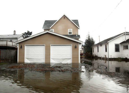 11 Common Problems Home Sellers Try To Hide Damage Restoration Flooded House Emergency Water