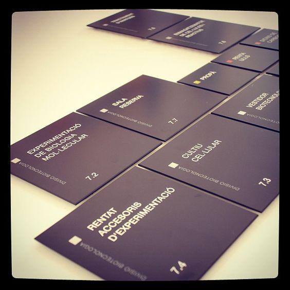 Diseño de las placas de senyalización de Mesoestetic! #diseño #comunicacioninterna #corporativo #design