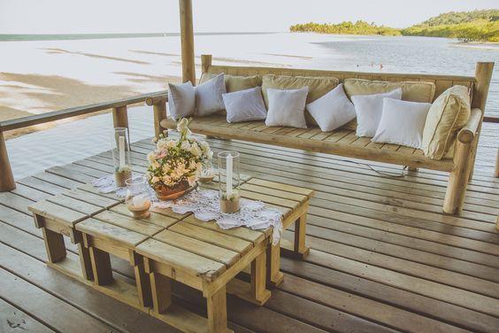 Amor - Wedding Beach Destination - Trancoso, Bahia. Casamento romântico, rústico e animado na praia. Pé na areia. Cor predominante: branco. Rio da Barra. Decoração Amore Produções.