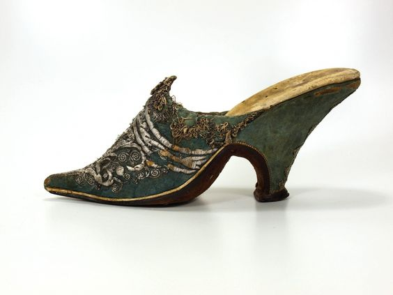 Woman shoe, 1720-1730,  lenght 23cm, heel 8.5cm Museum Weißenfels - Schloss Neu-Augustusburg Germany