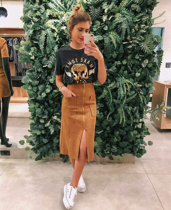 Look t-shirt com saia marrom