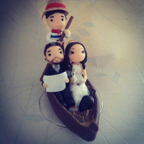 Topo casamento biscuit, casal na gondola. Cake.