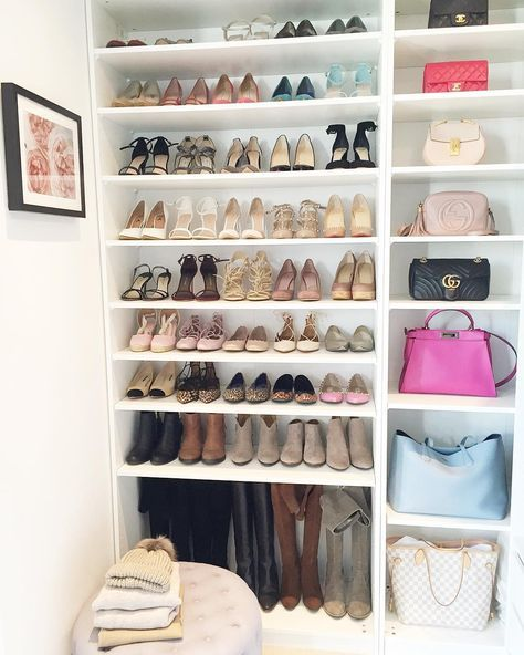 Rangement Chaussures Et Sacs Closet Decor Closet Remodel Master Bedroom Storage Ideas