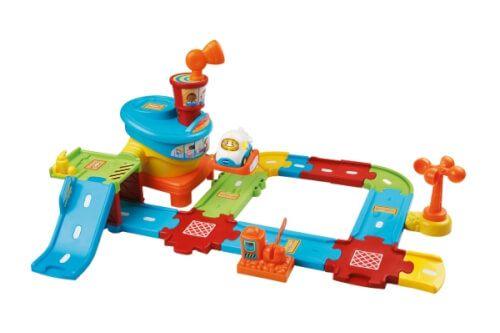 Willkommen Am Tut Tut Baby Flitzer Flughafen Dieses Interaktive Spielset Hat Sechs Ma In 2020 Tut Tut Baby Flitzer Spielzeug Fur Kleinkinder Geschenke Fur Kleinkinder