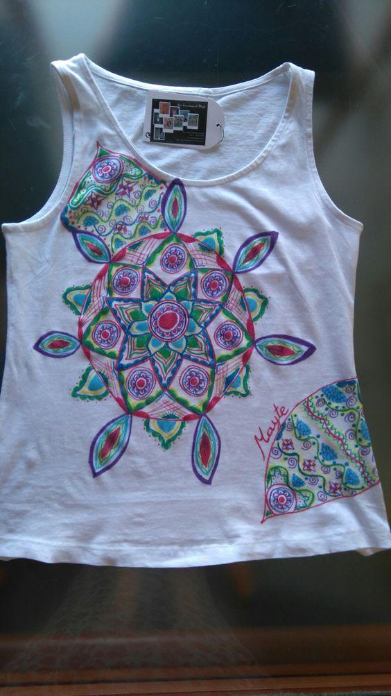 Camiseta pintada a mano,  colección mandala.