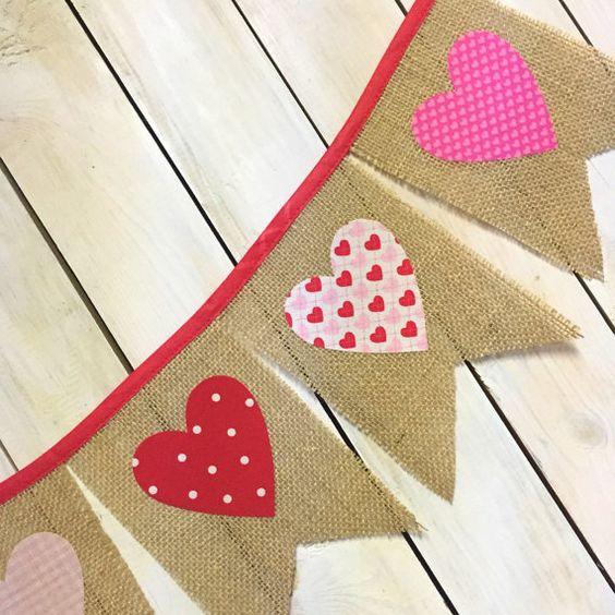 Día de San Valentín rosa arpillera Pennant bandera con corazones blancos para mantos, decoración fiesta de aula, Foto Prop o recepción de la boda