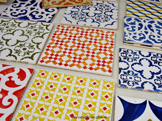 Um divertido workshop de pintura de azulejos