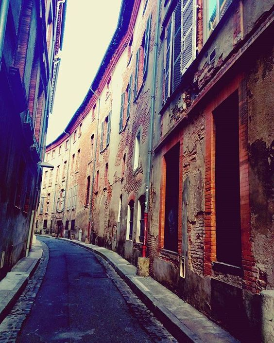Les rues de #Toulouse ! 💋 #France #villemédiévale #MedievalCity #romantic