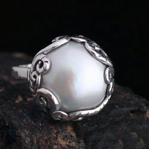 Pearl in swirl