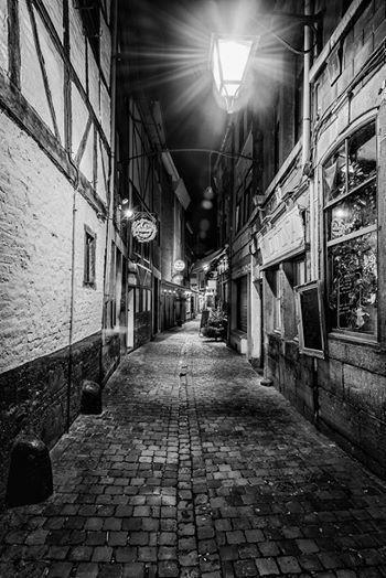 La rue roture dans le quartier populaire d 39 outremeuse for Piscine d outremeuse