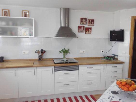 Transformaci n de cocina sin obra cambio de puertas - Encimera madera cocina ...