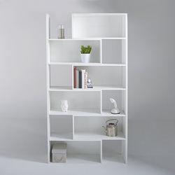 Idéale pour mettre en valeur des objets déco, cette  bibliothèque CASYM  réchauffera votre intérieur.  En pin, cette bibliothèque a été peint en couleur blanche pour lui apporter un caractère sobre et enjoliver  ainsi vos objets souvenirs.  Compartimenté, elle possède un style très atypique qui apportera de la plus valu à votre pièce. Objets de couleurs, cette bibliothèque a été conçu pour les faire ressortir.  Ces 10 niches de différentes tailles lui donnent un esprit mosaïque et accentue…