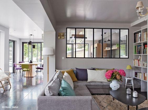 Salon séjour Maison normande gris verrière industriel coussins clorés