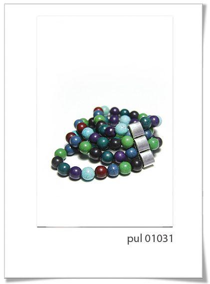 Pulsera Pul 01031  Divertida pulsera ajustable, realizada a mano con perlas de cerámica en diferentes motivos, con colores vivos e intensos.     Es un diseño ideal para esta temporada.