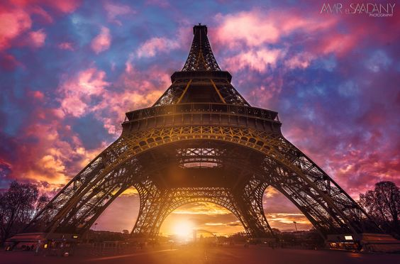 That was probably the only sunrise i've seen during my stay in paris. weather wasn't that good. But it was one of the most beautiful i've seen.