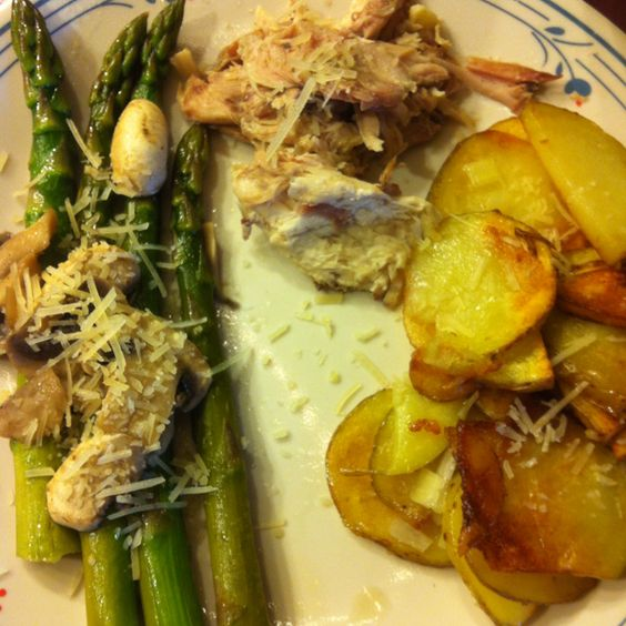Smoked chicken, potatoes and asparagus with mushrooms!