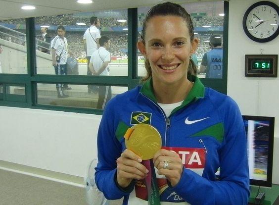 O senador Eduardo Suplicy parabenizou a atleta Fabiana Murer pela conquista da primeira medalha de ouro da história brasileira em um Mundial de Atletismo. A vitória inédita ocorrida na Coreia do Sul, coloca Murer entre os maiores atletas nacionais.