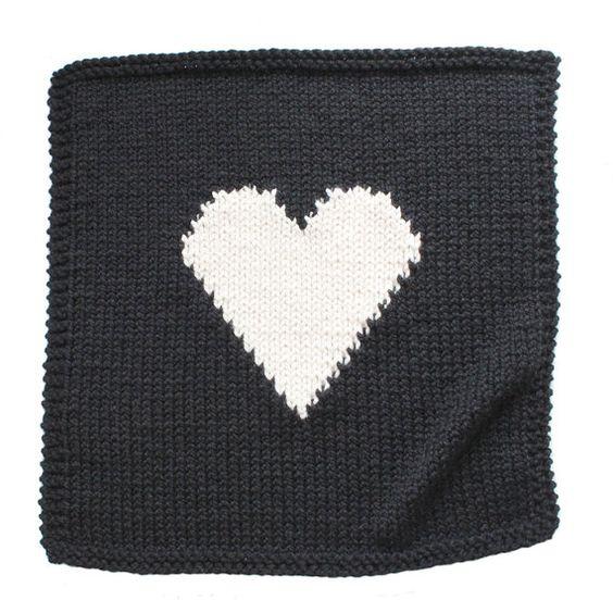 coeur b b couverture noir et cr me main tricot pour couffin poussette ou si ge de voiture. Black Bedroom Furniture Sets. Home Design Ideas