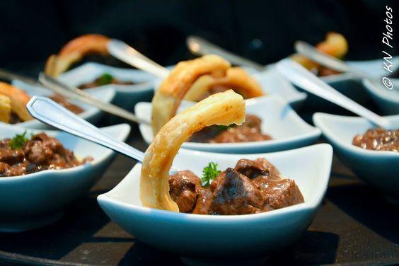 Mignon em crosta de cogumelos e parma na massa folhada. #fingerfood #captainsbuffet #wedding