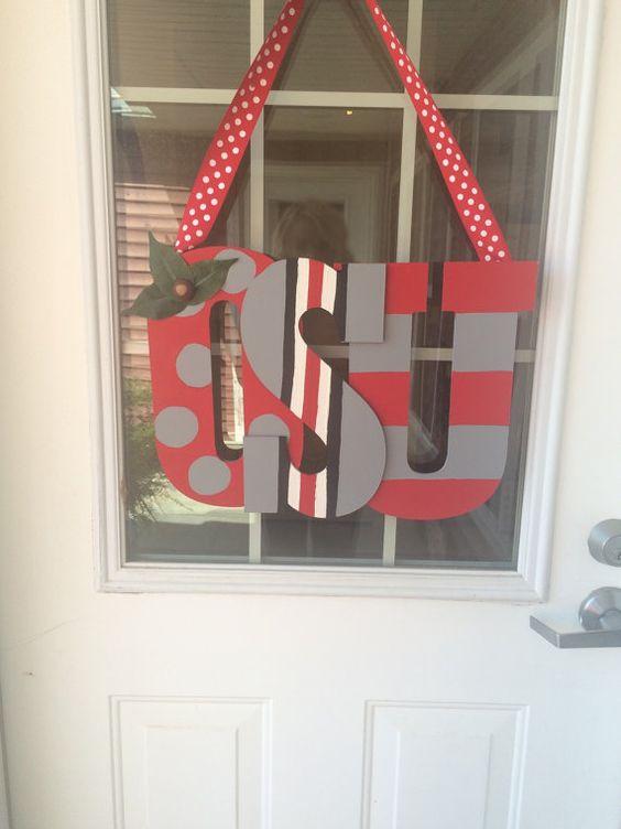 Wooden Ohio State Buckeyes door hanging sign