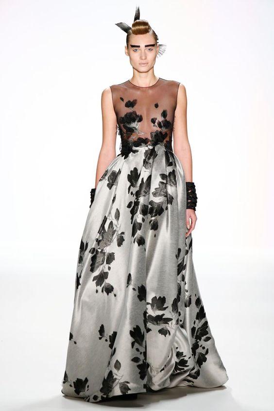 Pin for Later: Seht die wichtigsten Trends der Berlin Fashion Week im Schnelldurchlauf Tag 4: Irene Luft Luxuriöse Stoffe und detaillierte Bestickungen machten jedes einzelne Kleid auf dem Laufsteg von Irene Luft zu einem Kunstwerk.