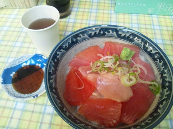 Magurodon (tuna bowl) in Okachimachi. A good deal at 550 yen.