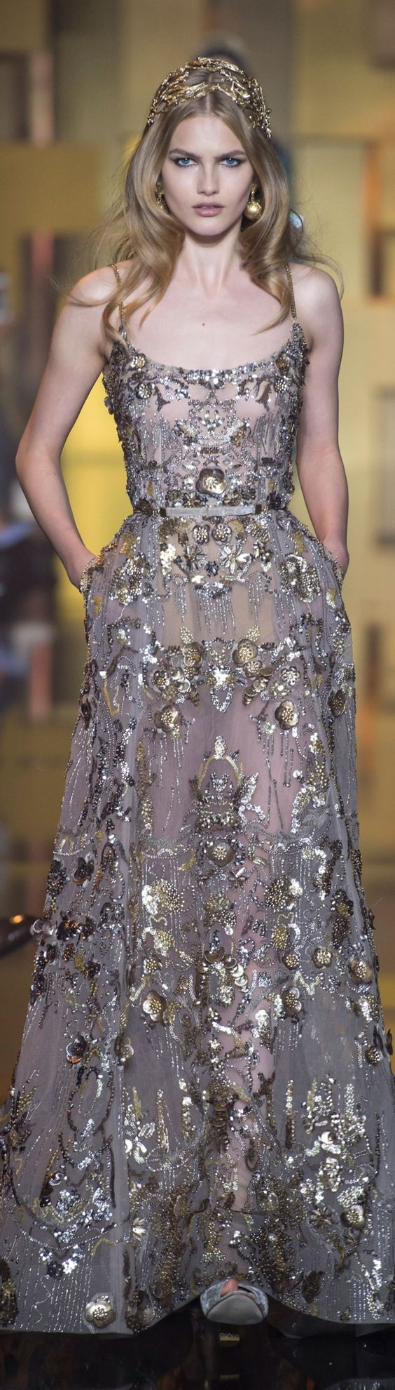 ❖ The Golden Girl with a sliver of Silver ⚡️ {gold&silver} ⚡️ Elie Saab FW…