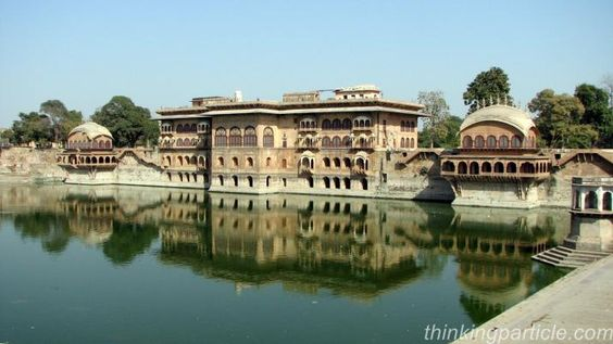Deeg is one of the towns those are not extensively documented in Guide books but holds an importance place in all the history books. Deeg is known for a massive fort and a splendid palace both surrounded by beautiful lakes.