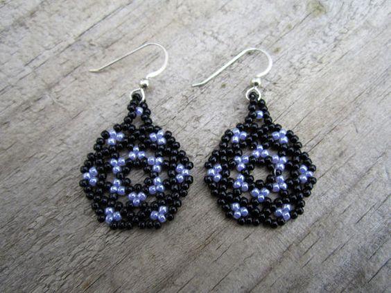 Mandala negro y púrpura pendientes estilo por Elewmompittseh
