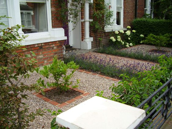 Beautiful victorian london uk homes front garden google for Small shady courtyard ideas